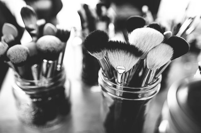 brushes-1837192_640